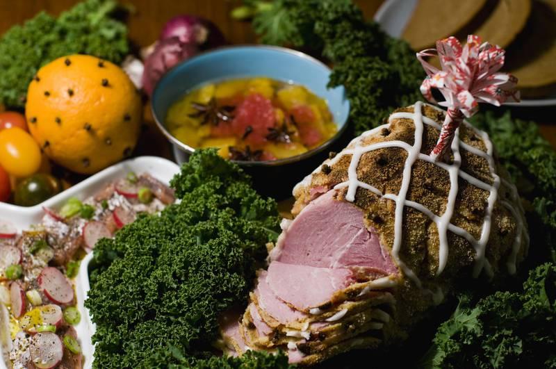 Der schwedische Weihnachtstisch ist ein Sammelsurium verschiedener Gerichte. Die Reste werden manchmal noch für mehrere Tage reichen