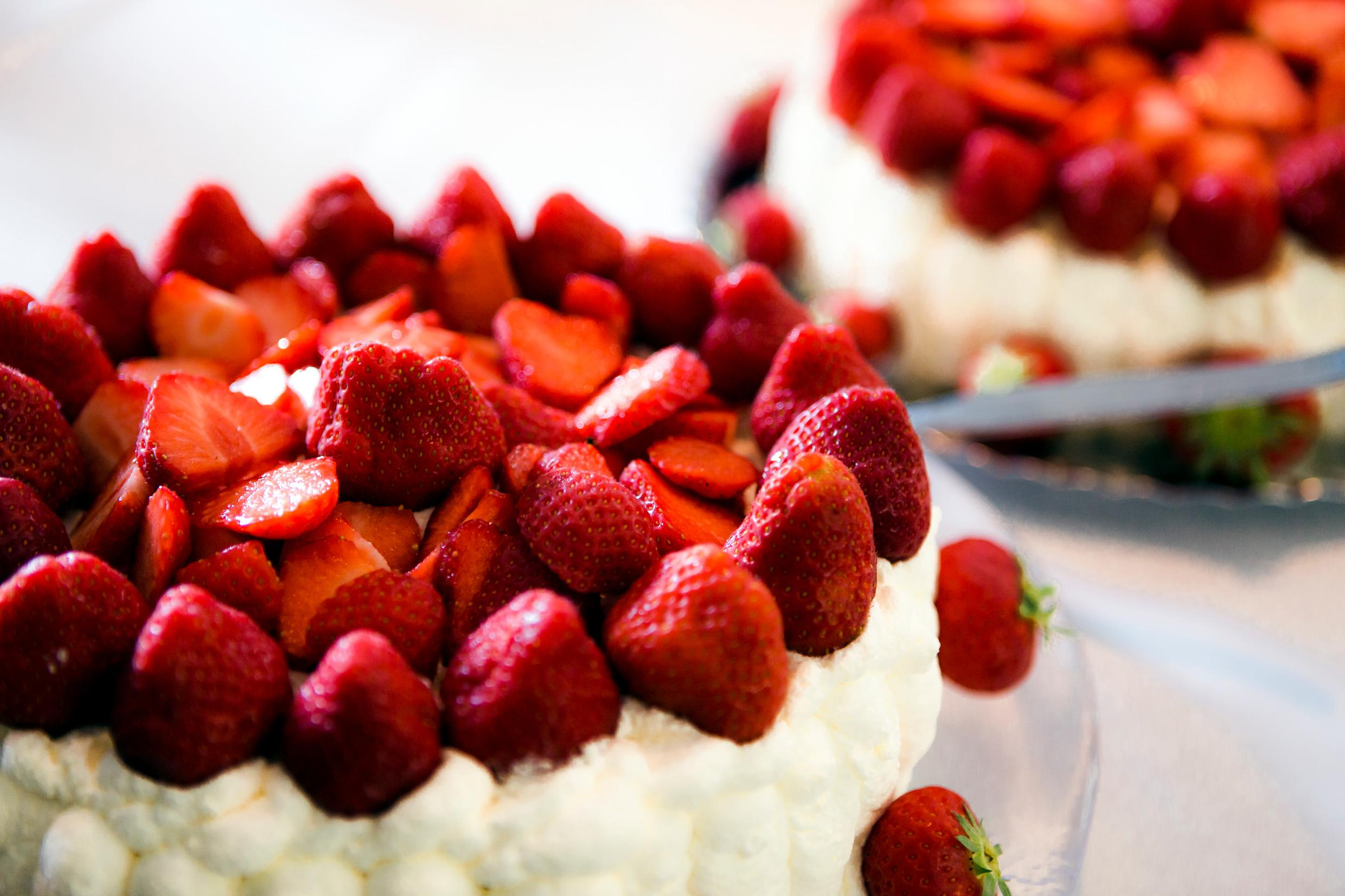 Tremendous Strawberry Cake And The Taste Of Swedish Summer Visit Sweden Funny Birthday Cards Online Barepcheapnameinfo